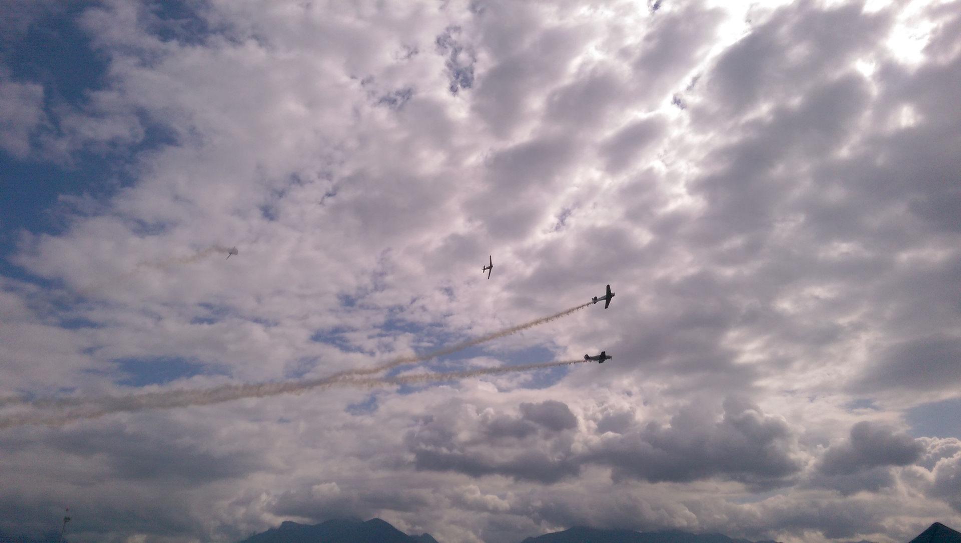 Aerial formation breakaway