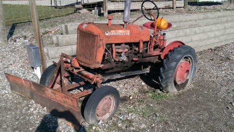 Antique FarmAll Cub Tractor