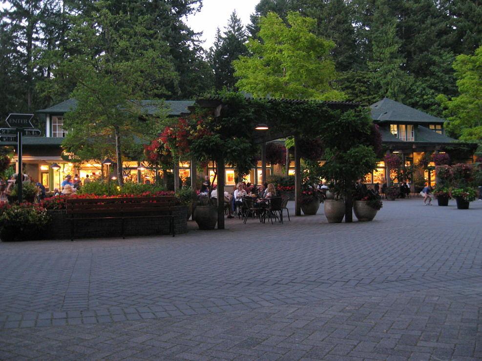 Outdoor Dining at Butchart Gardens