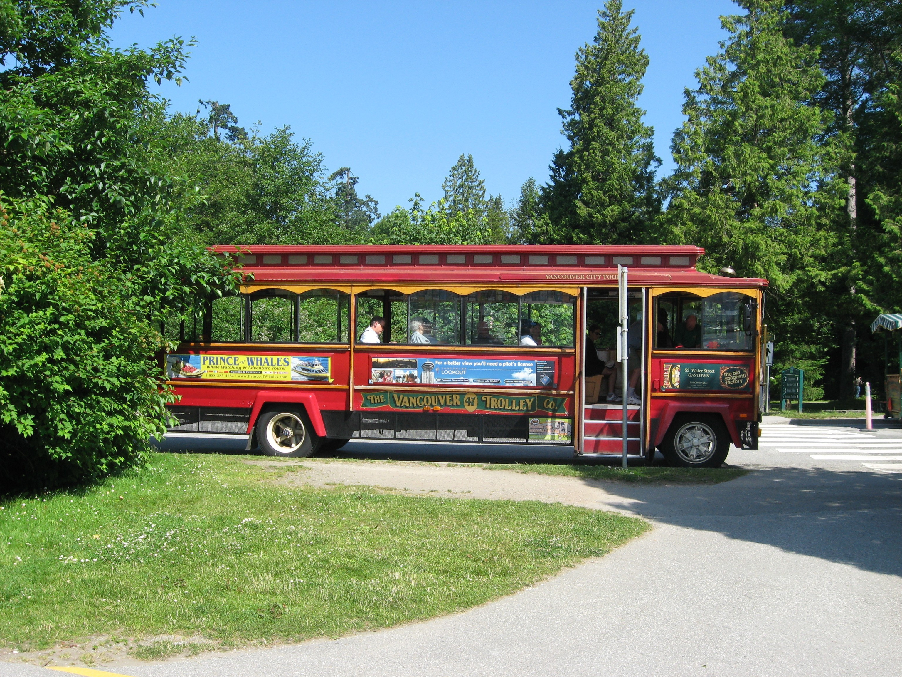Vancouver Trolley Tour Bus in Stanley Park Vancouver